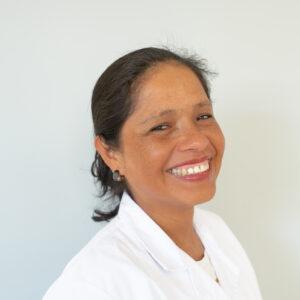 """""""Me llena trabajar con las personas ayudándoles en las actividades de la vida diaria, brindándoles cariño, empatia y escucha"""" Maria Elisa Peredo Quiroz"""